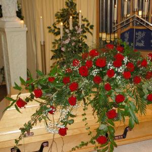 Sargschmuck mit Rosen
